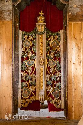 usa-din-lemn-ansamblul-bisericii-sfintii-arhangheli-mihail-si-gavril-din-rozavlea-judetul-maramures.jpg