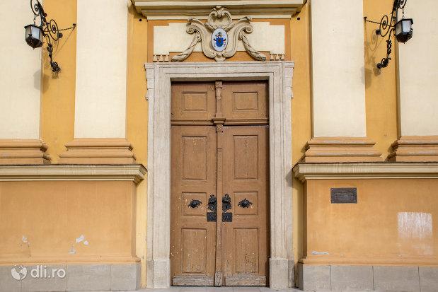 usa-din-lemn-bazilica-romano-catolica-din-oradea-judetul-bihor.jpg
