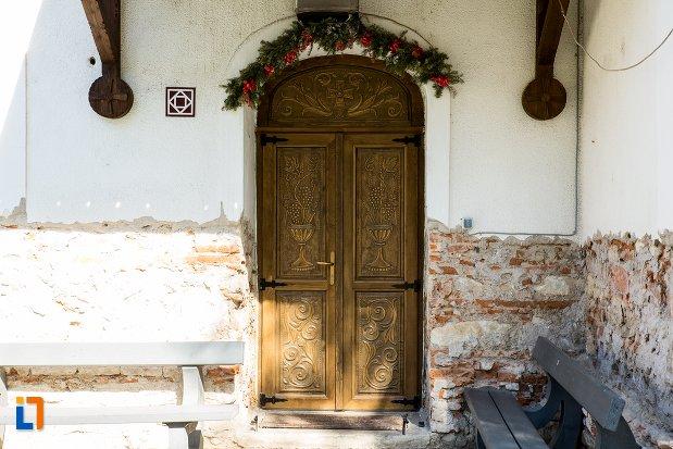 usa-din-lemn-biserica-greaca-bunavestire-din-alba-iulia-judetul-alba.jpg