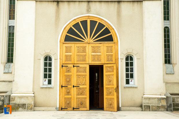 usa-din-lemn-biserica-greaca-din-galati-judetul-galati.jpg