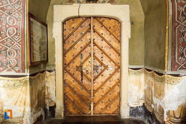 usa-din-lemn-biserica-maieri-sf-treime-din-alba-iulia-judetul-alba.jpg