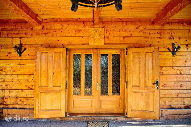 usa-din-lemn-biserica-noua-de-lemn-din-sighetul-marmatiei-judetul-maramures.jpg