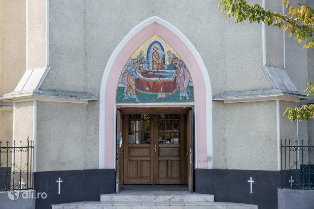 usa-din-lemn-biserica-ortodoxa-adormirea-maicii-domului-din-sighetu-marmatiei-judetul-maramures.jpg