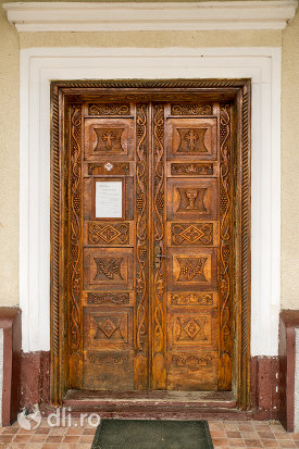 usa-din-lemn-biserica-ortodoxa-din-borlesti-judetul-satu-mare.jpg