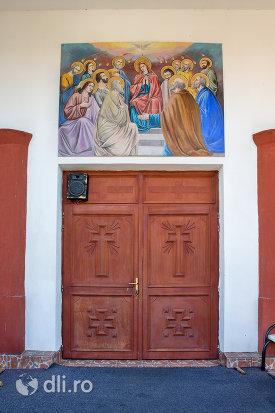 usa-din-lemn-biserica-ortodoxa-din-chiuzbaia-judetul-maramures.jpg