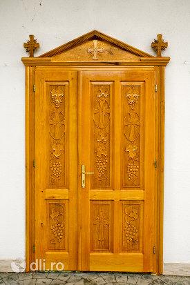 usa-din-lemn-biserica-ortodoxa-din-paulesti-judetul-satu-mare.jpg