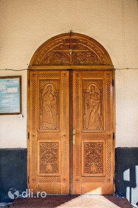 usa-din-lemn-biserica-ortodoxa-din-vama-judetul-satu-mare.jpg