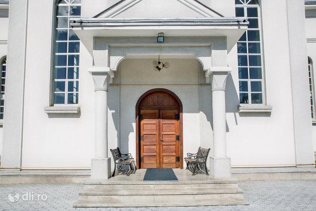 usa-din-lemn-biserica-reformata-din-orasul-nou-judetul-satu-mare.jpg