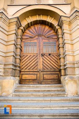 usa-din-lemn-biserica-romano-catolica-din-brasov-judetul-brasov.jpg