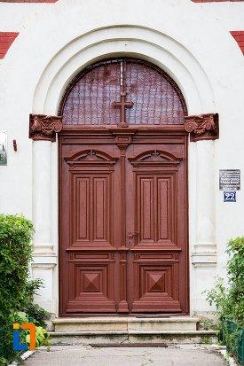 usa-din-lemn-biserica-romano-catolica-sf-francisc-de-assisi-din-targoviste-judetul-dambovita.jpg