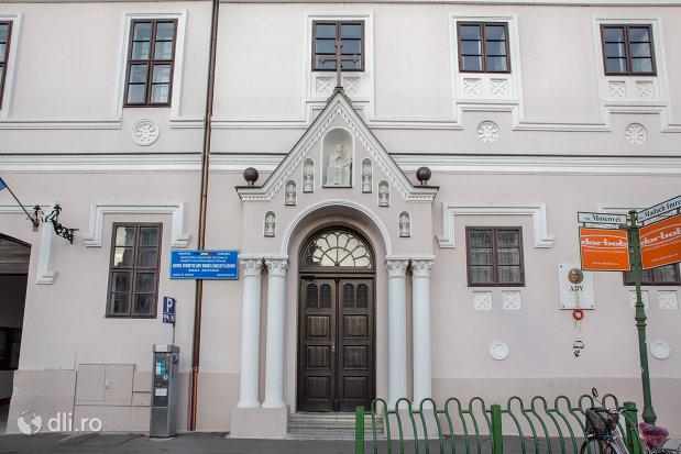 usa-din-lemn-biserica-sfanta-ana-si-manastirea-ursulinelor-din-oradea-judetul-bihor.jpg