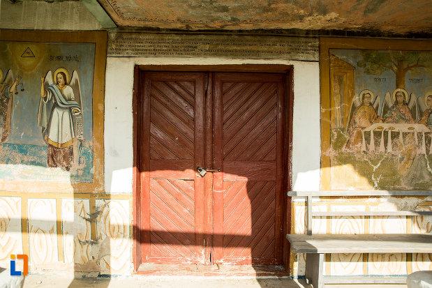 usa-din-lemn-biserica-veche-din-ticleni-judetul-gorj.jpg