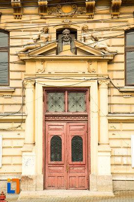 usa-din-lemn-colegiul-national-carol-i-din-craiova-judetul-dolj.jpg