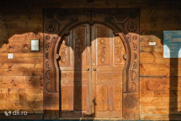 usa-din-lemn-de-la-biserica-de-lemn-din-ocna-sugatag-judetul-maramures.jpg