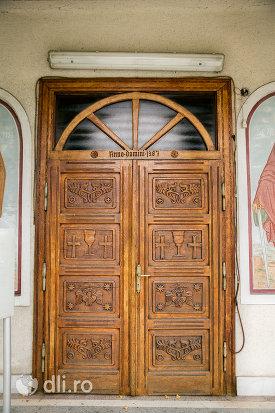usa-din-lemn-de-la-biserica-din-coltirea-judetul-maramures.jpg