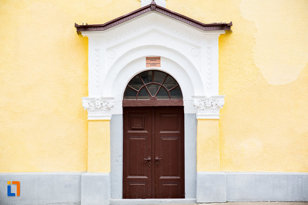 usa-din-lemn-de-la-biserica-evanghelica-din-steierdorf-judetul-caras-severin.jpg