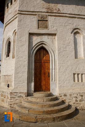 usa-din-lemn-de-la-biserica-nasterea-sf-ioan-botezatorul-din-suceava-judetul-suceava.jpg