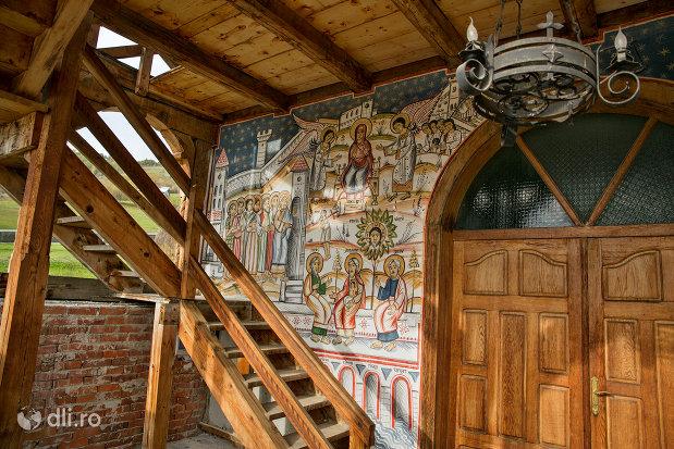 usa-din-lemn-de-la-biserica-noua-de-lemn-din-rozavlea-judetul-maramures.jpg