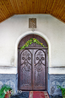 usa-din-lemn-de-la-biserica-ortodoxa-nasterea-maicii-domnului-din-negresti-oas-judetul-satu-mare.jpg