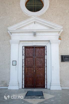 usa-din-lemn-de-la-biserica-ortodoxa-sf-apostoli-pertu-si-pavel-din-seini-judetul-maramures.jpg