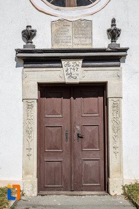 usa-din-lemn-de-la-biserica-romano-catolica-1800-din-ocna-sibiului-judetul-sibiu.jpg