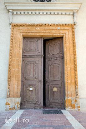 usa-din-lemn-de-la-biserica-romano-catolica-din-baia-sprie-judetul-maramures.jpg