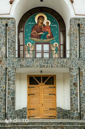 usa-din-lemn-de-la-biserica-sf-ana-din-baia-mare-judetul-maramures.jpg