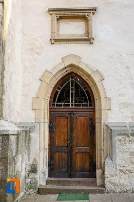 usa-din-lemn-de-la-biserica-sf-gheorghe-1522-din-suceava-judetul-suceava.jpg