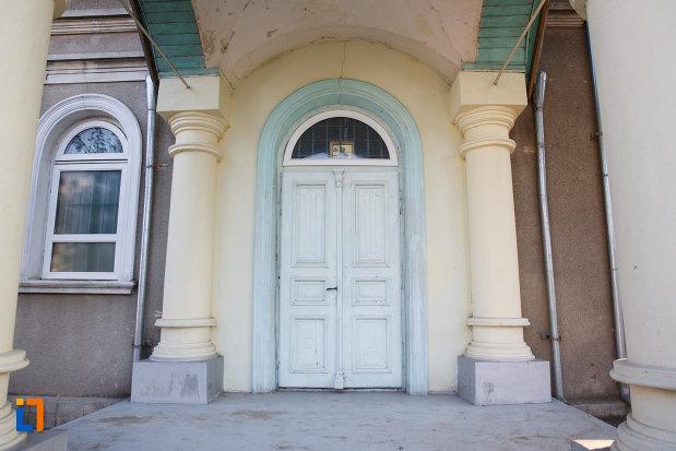 usa-din-lemn-de-la-biserica-sf-treime-din-tulcea-judetul-tulcea.jpg