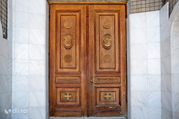 usa-din-lemn-de-la-catedrala-ortodoxa-sfanta-vineri-din-zalau-judetul-salaj.jpg
