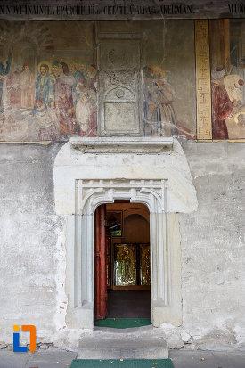 usa-din-lemn-de-la-manastirea-sf-ioan-cel-nou-din-suceava-judetul-suceava.jpg