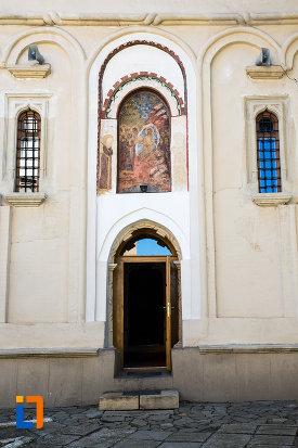 usa-din-lemn-manastirea-stelea-din-targoviste-judetul-dambovita-2.jpg