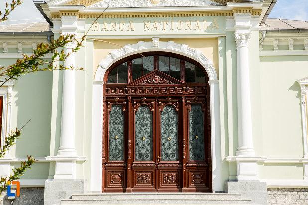 usa-din-lemn-si-sticla-casa-ion-carabatescu-din-targu-jiu-judetul-gorj.jpg