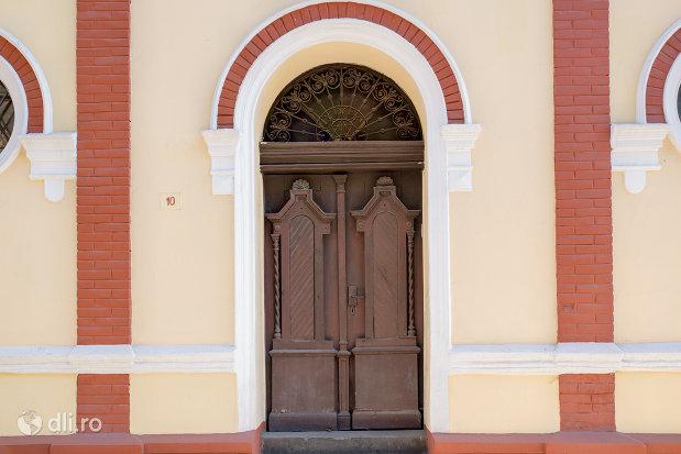 usa-din-lemn-sinagoga-din-sighetu-marmatiei-judetul-maramures.jpg