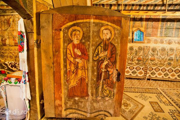 usa-pictata-din-biserica-de-lemn-din-desesti-judetul-maramures.jpg