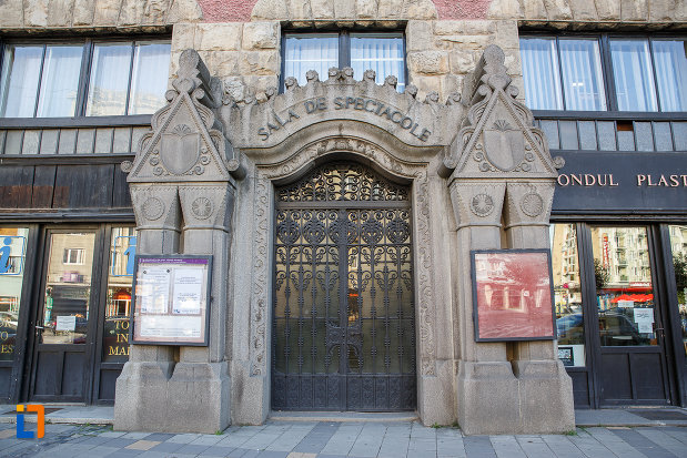 usa-principala-de-la-palatul-culturii-filarmonica-biblioteca-si-muzeul-de-arta-din-targu-mures-judetul-mures.jpg