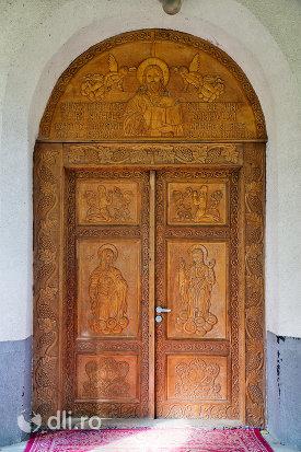 usa-sculptata-de-la-biserica-din-camarzana-judetul-satu-mare.jpg