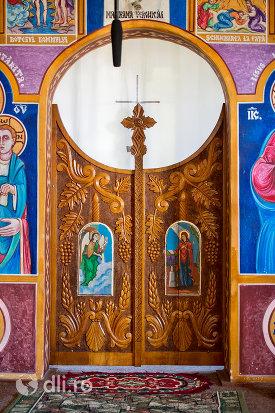 usa-sculptata-din-lemn-manastirea-portarita-din-prilog-judetul-satu-mare.jpg