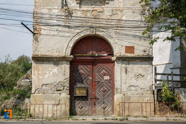 usa-sculptata-in-lemn-biserica-armeneasca-turnu-rosu-din-suceava-judetul-suceava.jpg