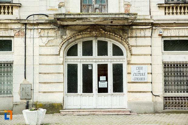 usa-secundara-de-la-palatul-cosma-constantinescu-casa-de-cultura-si-muzeul-de-arheologie-si-etnografie-judetul-olt.jpg