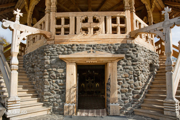 usa-si-fundatia-de-la-manastirea-barsana-judetul-maramures.jpg