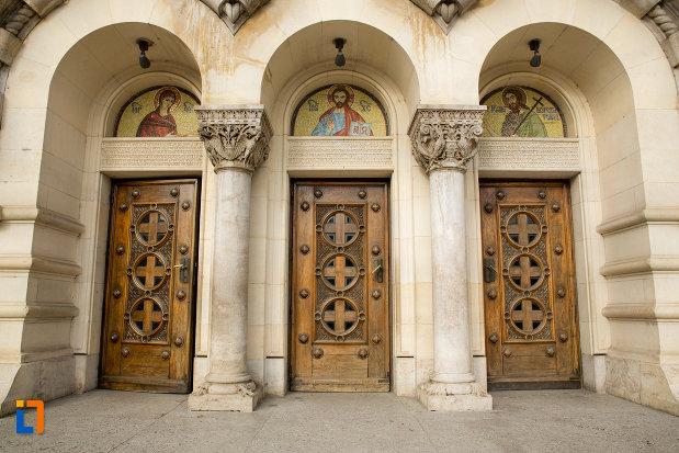 usi-de-intrare-catedrala-ortodoxa-a-vadului-feleacului-si-clujului-din-cluj-napoca-judetul-cluj.jpg