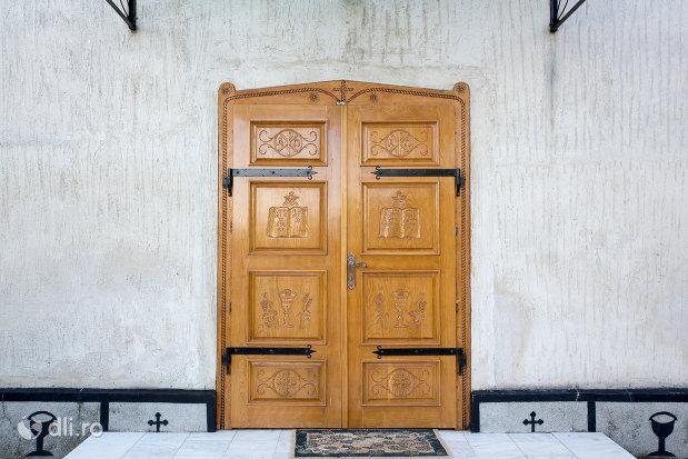 usi-de-lemn-biserica-greco-catolica-acoperamantul-maicii-domnului-din-livada-satu-mare.jpg