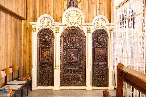usi-sculptate-din-biserica-romano-catolica-din-caransebes-1725-judetul-caras-severin.jpg
