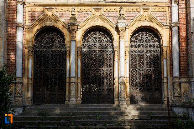 usile-de-la-sinagoga-din-fabric-din-timisoara-judetul-timis.jpg