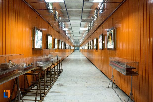 vapoare-in-miniatura-muzeul-regiunii-portilor-de-fier-din-drobeta-turnu-severin-judetul-mehedinti.jpg