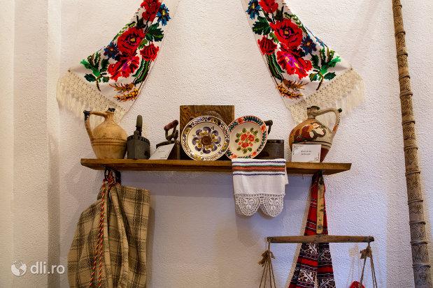 vase-ceramice-manastirea-scarisoara-noua-judetul-satu-mare.jpg