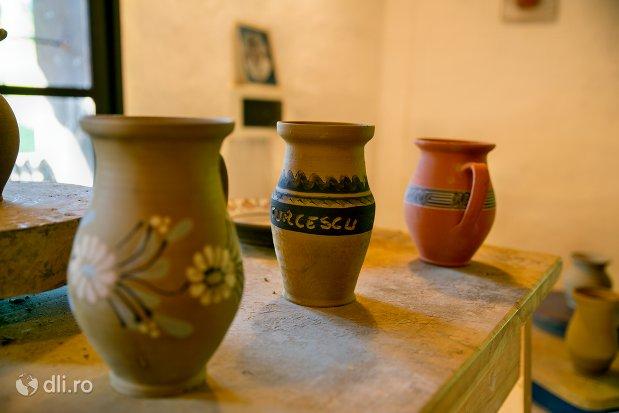 vase-din-lut-muzeul-satului-osenesc-din-negresti-oas-judetul-satu-mare.jpg