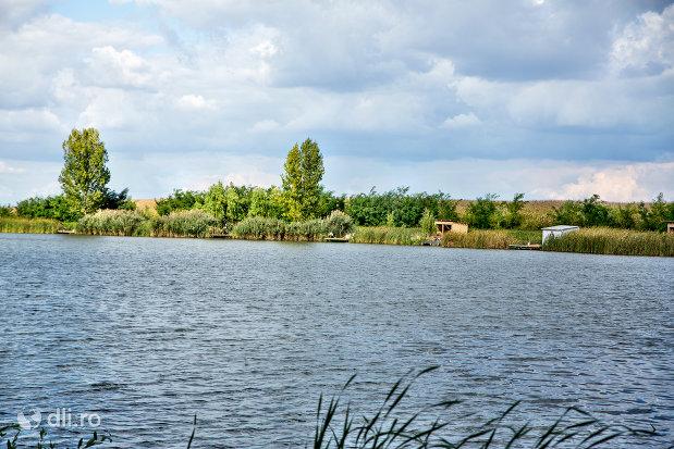 vedere-asupra-lacului-ianculesti-judetul-satu-mare.jpg