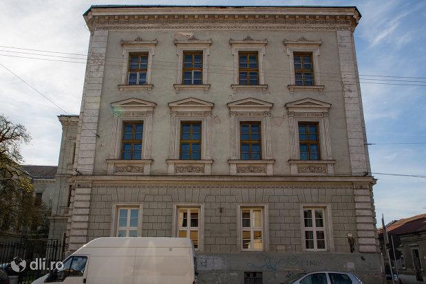 vedere-cu-academia-de-drept-colegiul-national-mihai-eminescu-din-oradea-judetul-bihor.jpg